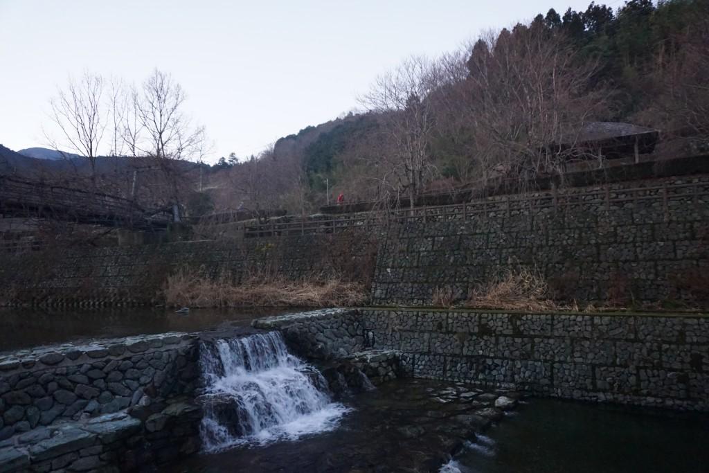 神山温泉 公園 川