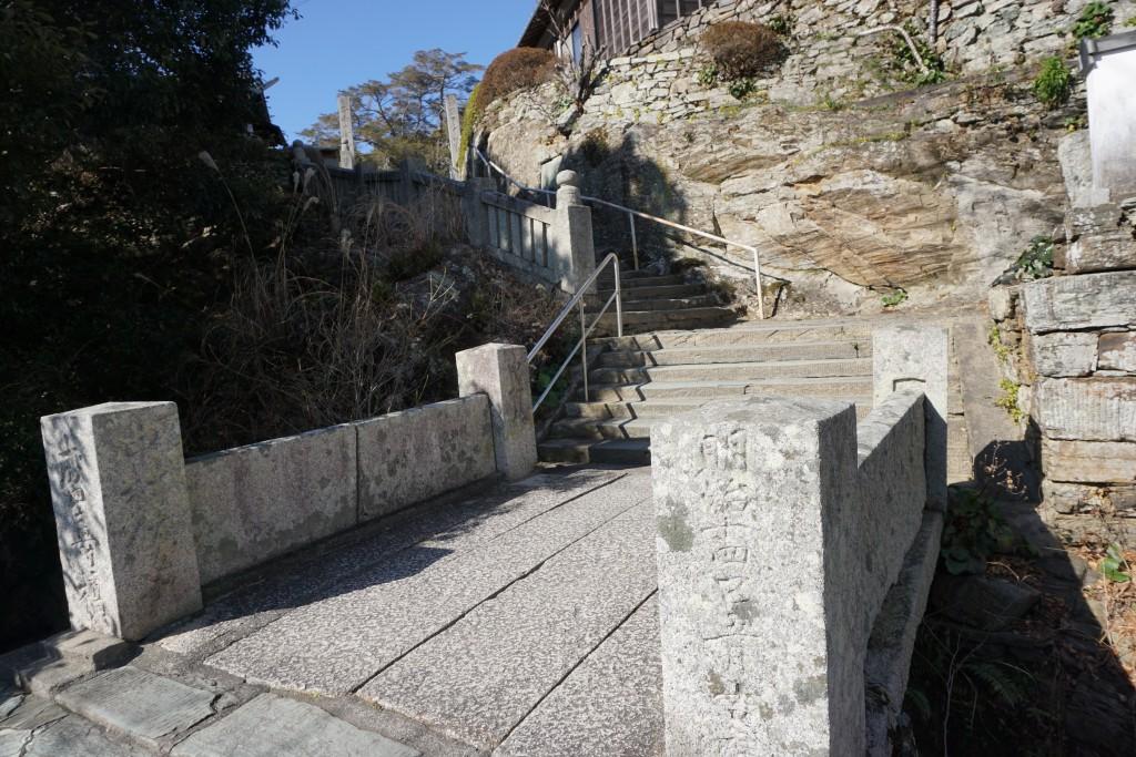 常楽寺 入口 流水岩 石橋