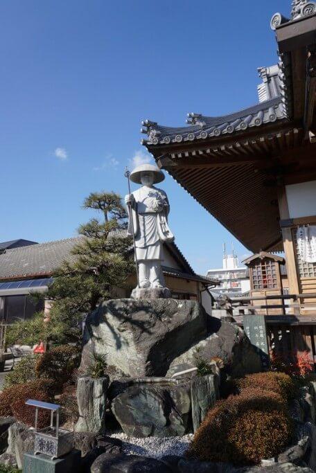 観音寺 修行大師像