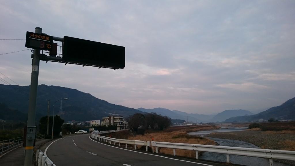 県道16号 勝浦川沿い