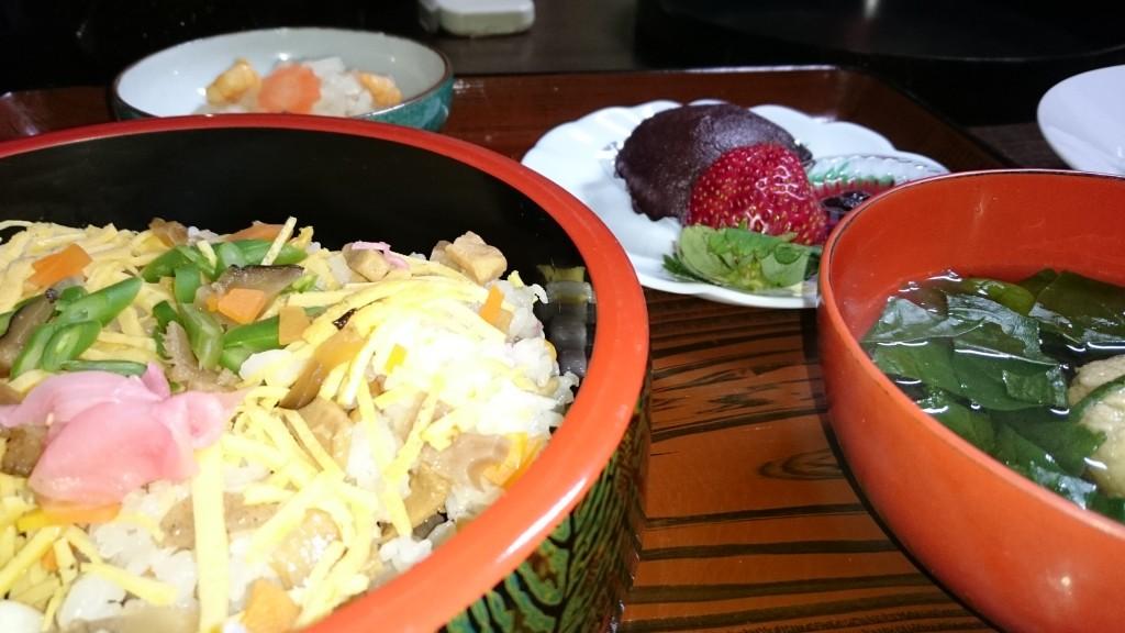 橋本屋旅館 ばら寿司