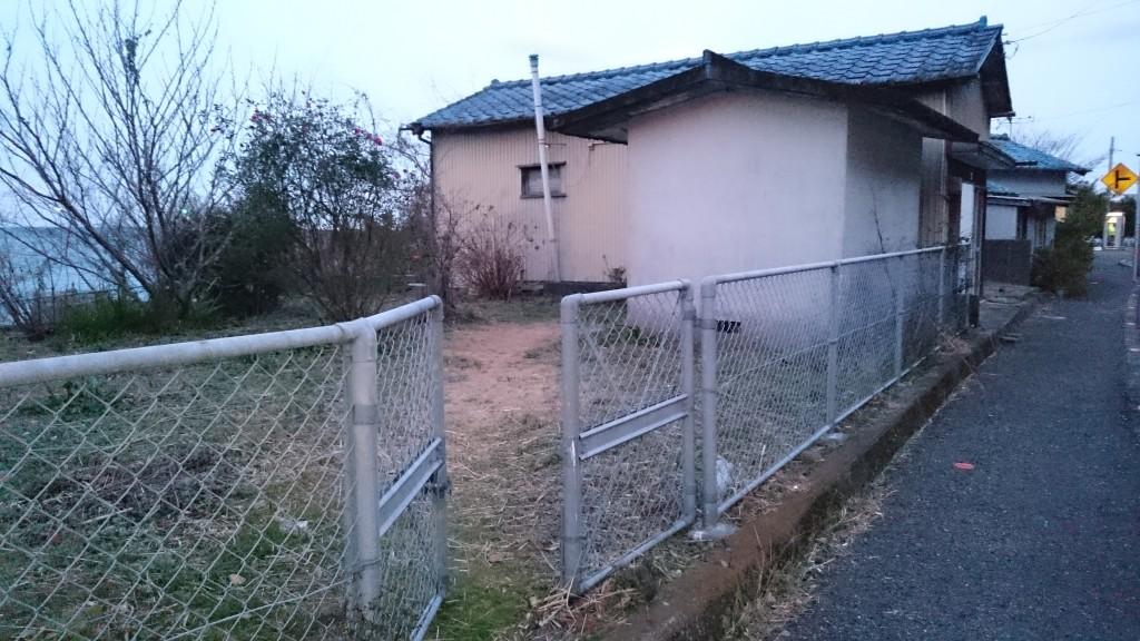 佐喜浜 大師堂 柵 入口