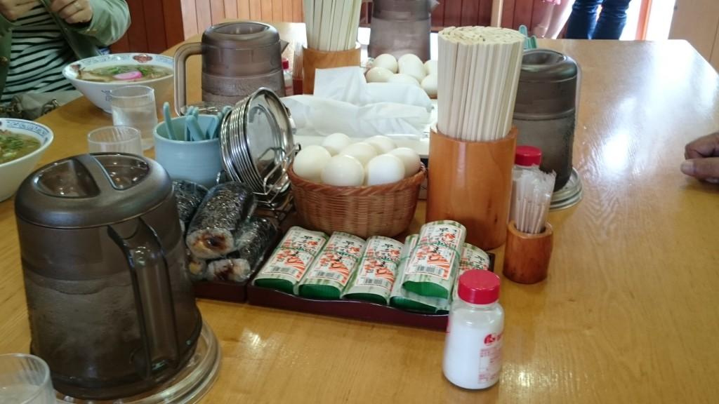 和歌山ラーメン 丸三 店内机 セルフ 早なれ寿司 巻き寿司 玉子