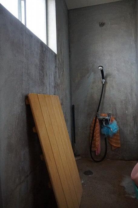 種間寺 通夜堂 シャワー