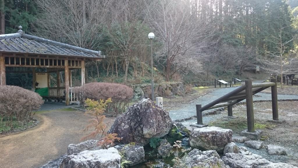 塚地峠 休憩所