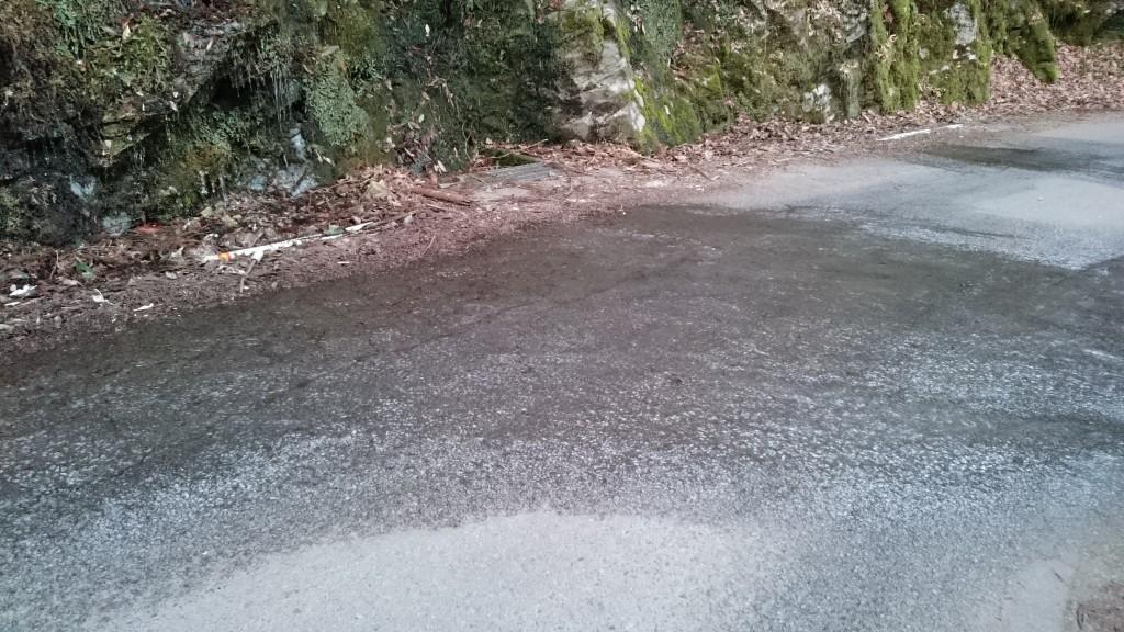 県道42号 倉谷 路面凍結