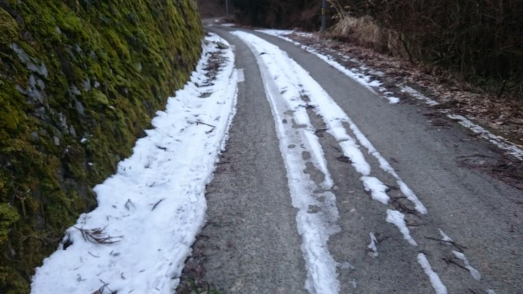鴇田峠 舗装路 積雪 凍結