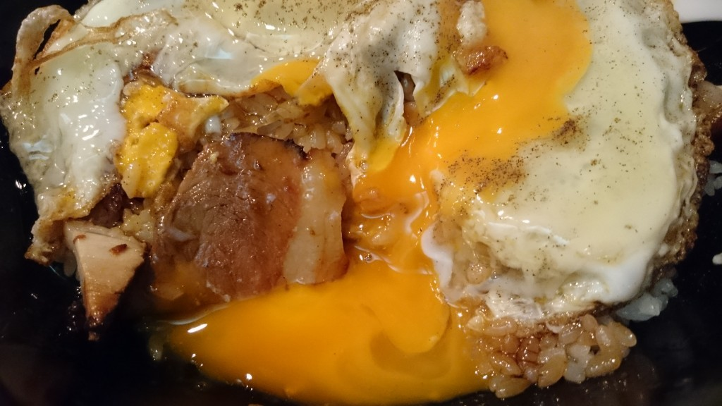 白楽天 焼豚玉子飯 混ぜた状態