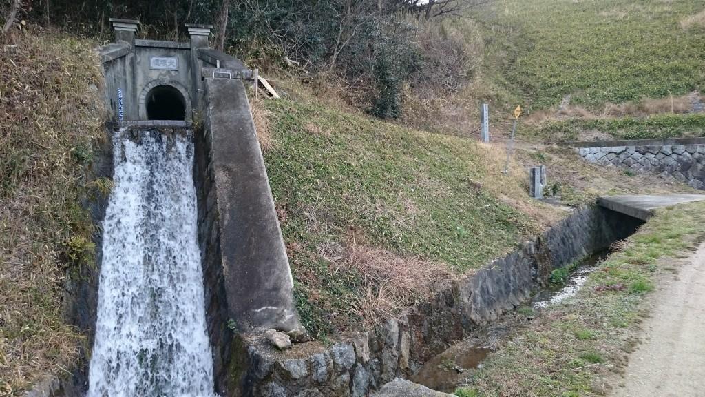 犬塚池 樋