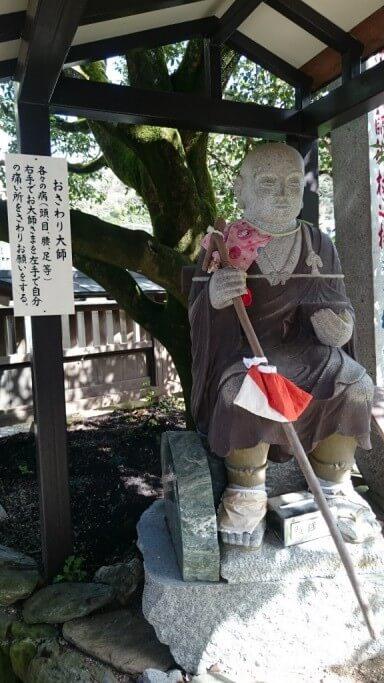 常福寺椿堂 おさわり大師