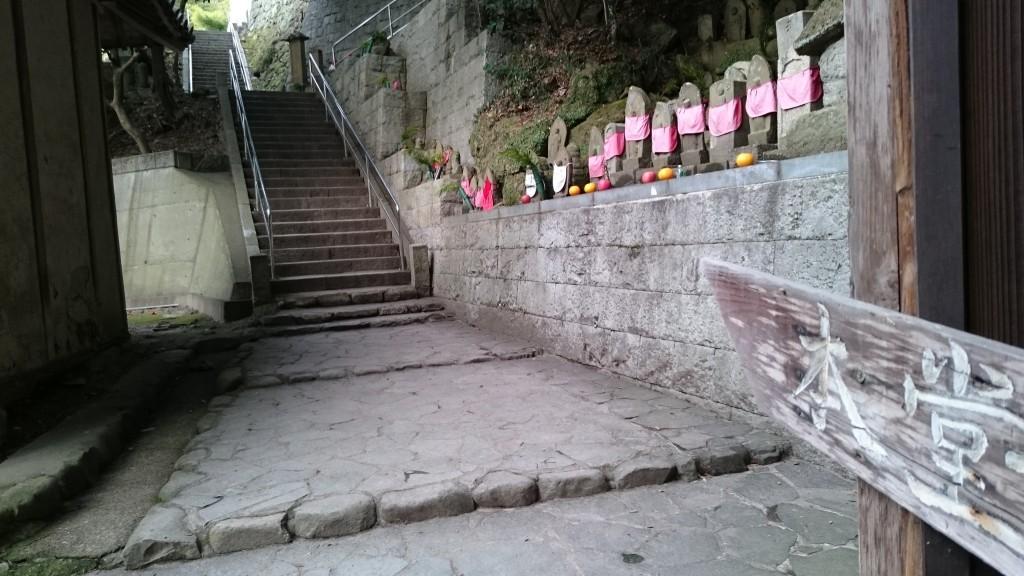弥谷寺 本堂への石段