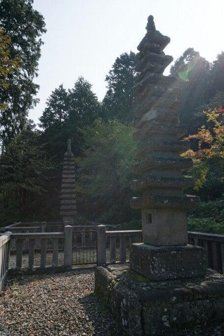 白峯寺 石造十三重塔