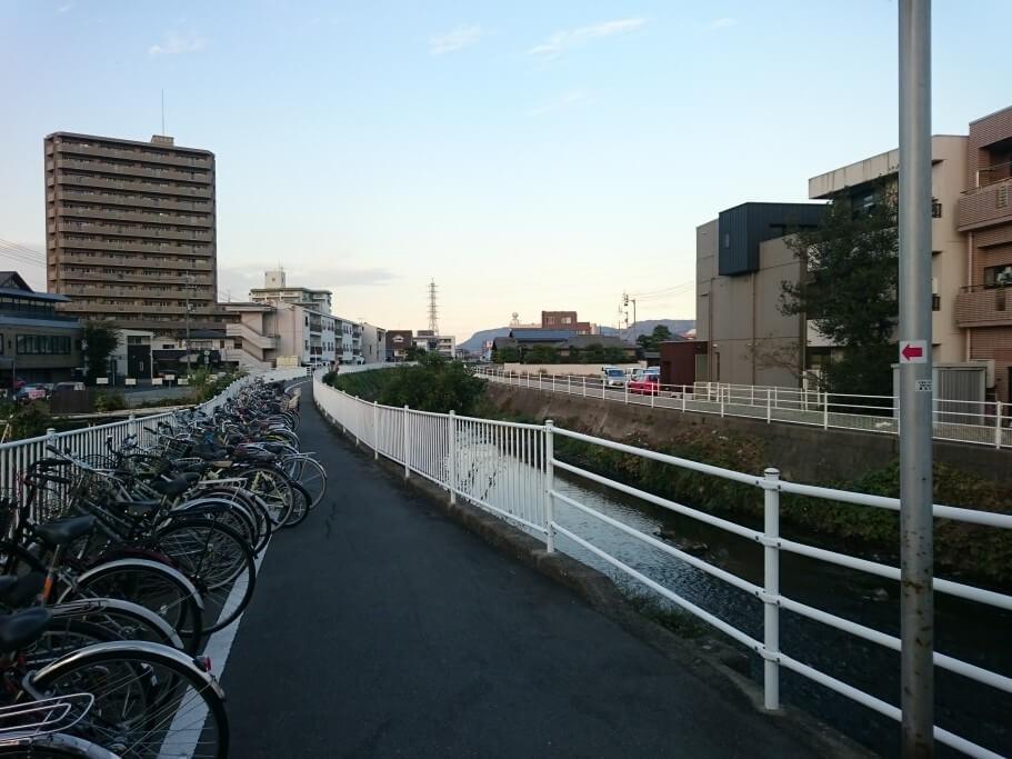 ことでん三条駅 自転車置き場遍路道