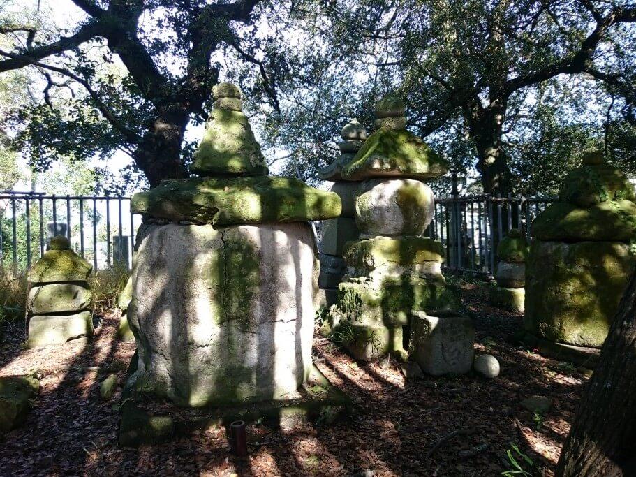志度寺 海女の墓 石柱