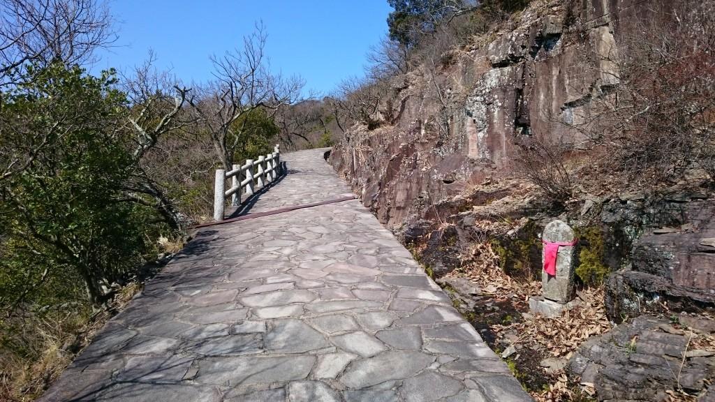 屋島寺への遍路道 急坂 地蔵