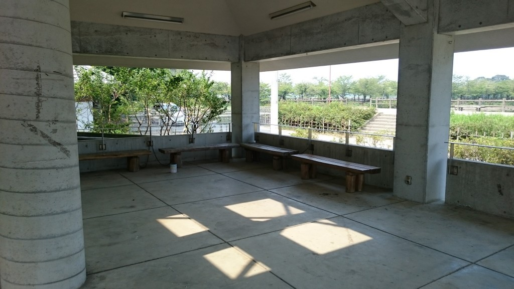 亀鶴公園 東屋 内観