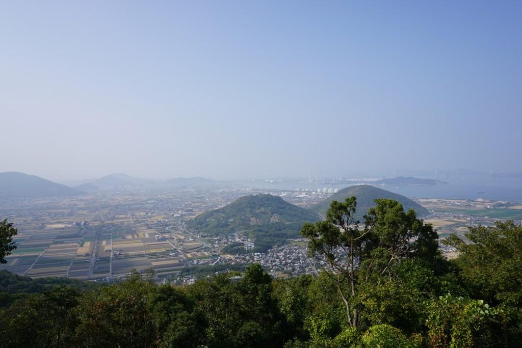 白峯展望台 景色 おむすび山