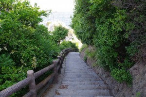 長崎の鼻 砲台跡への階段