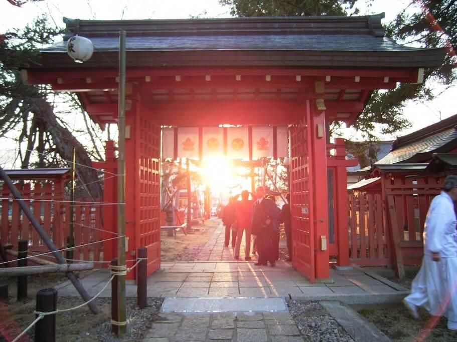 生島足島神社 夏至日の出冬至日の入
