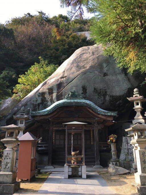 荘内半島 巨石と妙見宮の社