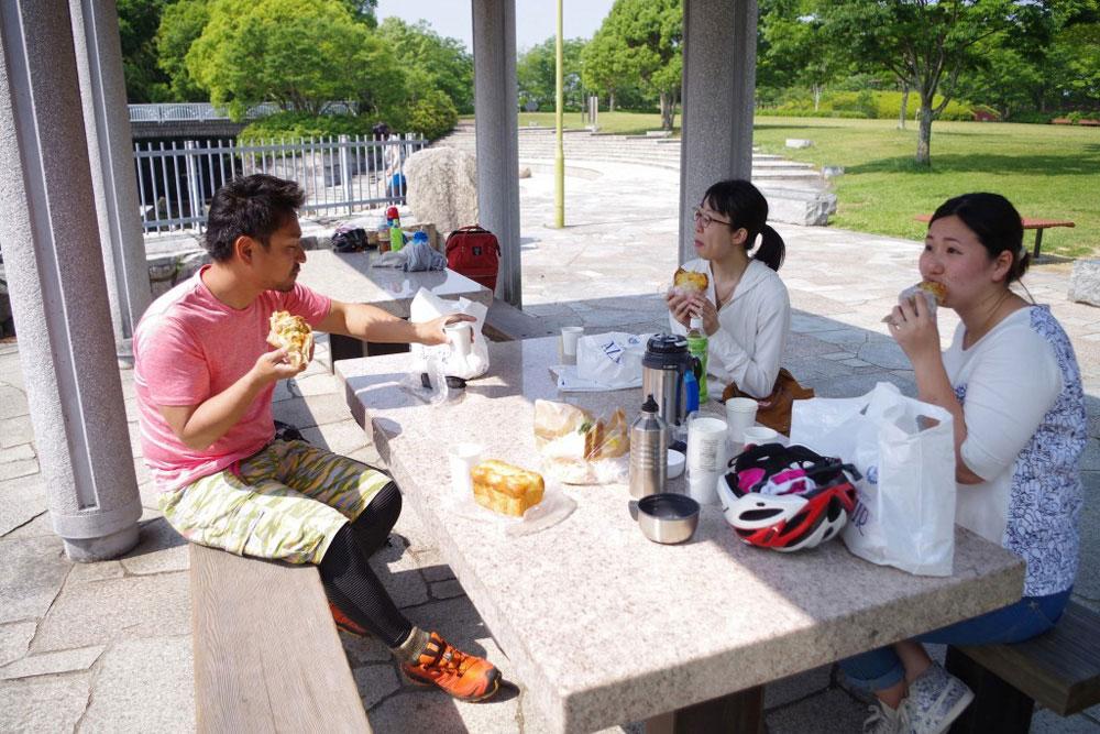 クラウズサイクリング 仏生山公園ランチ2