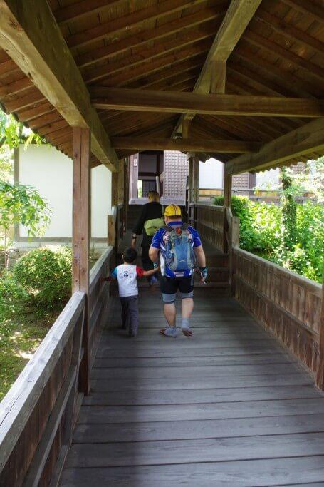 クラウズサイクリング 法然寺外廊下