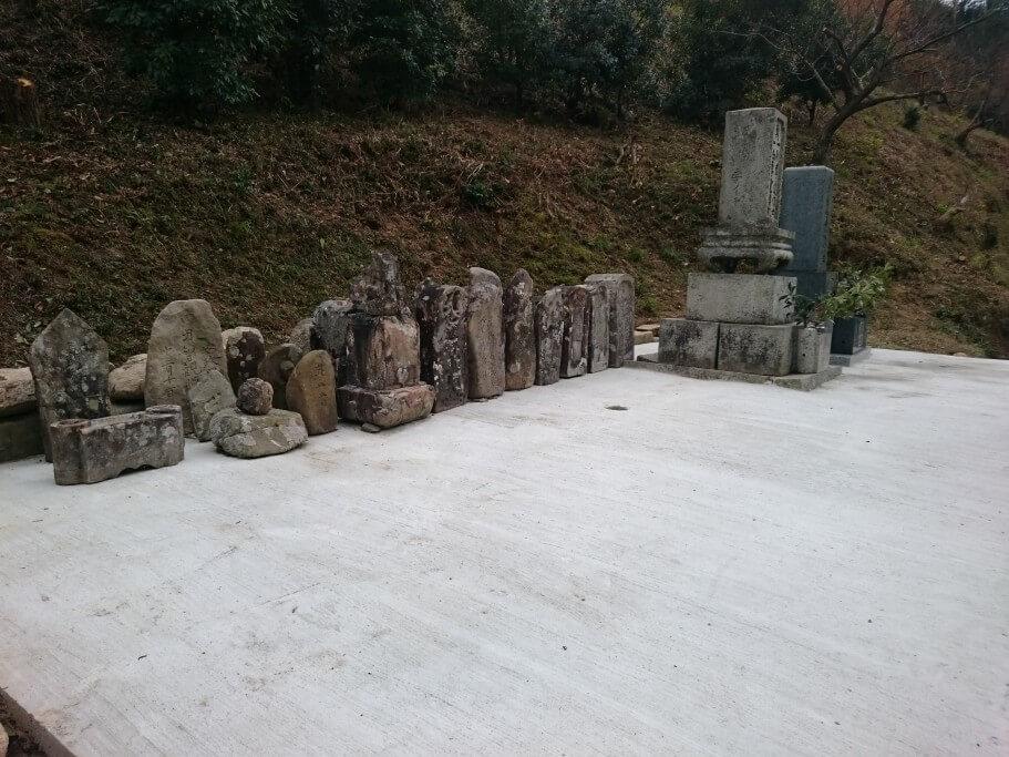大窪寺遍路道 墓石集積
