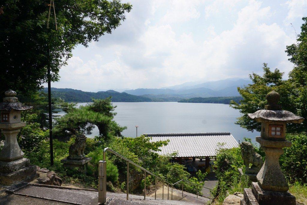 神野神社から見下ろす満濃池