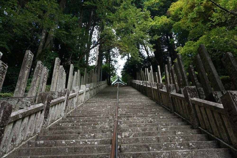 箸蔵寺 石段途中 本殿