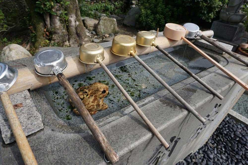 延命寺 手水鉢 蛙