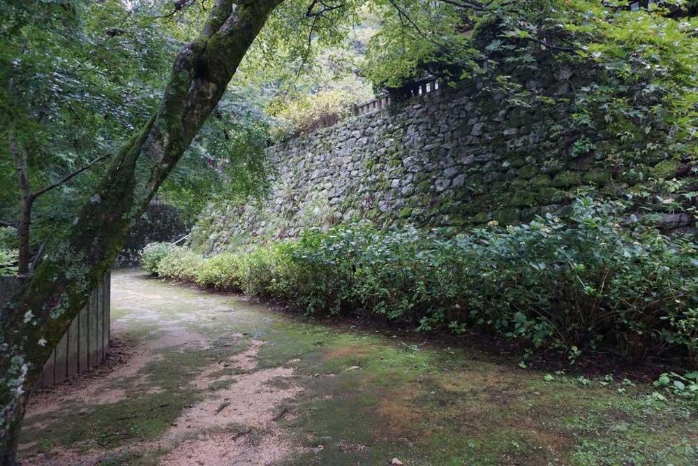 西山興隆寺 石垣