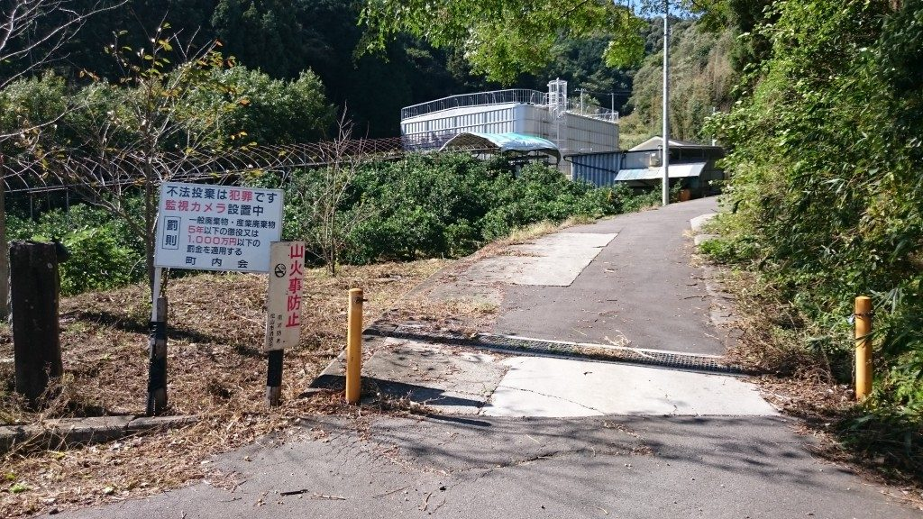 文殊院境外霊場「八窪」への道 ゲート