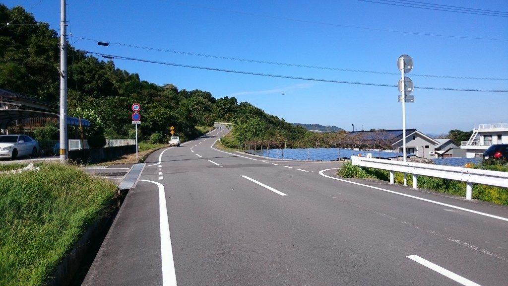 文殊院境外霊場「八窪」への道 八坂霊園入口前の道