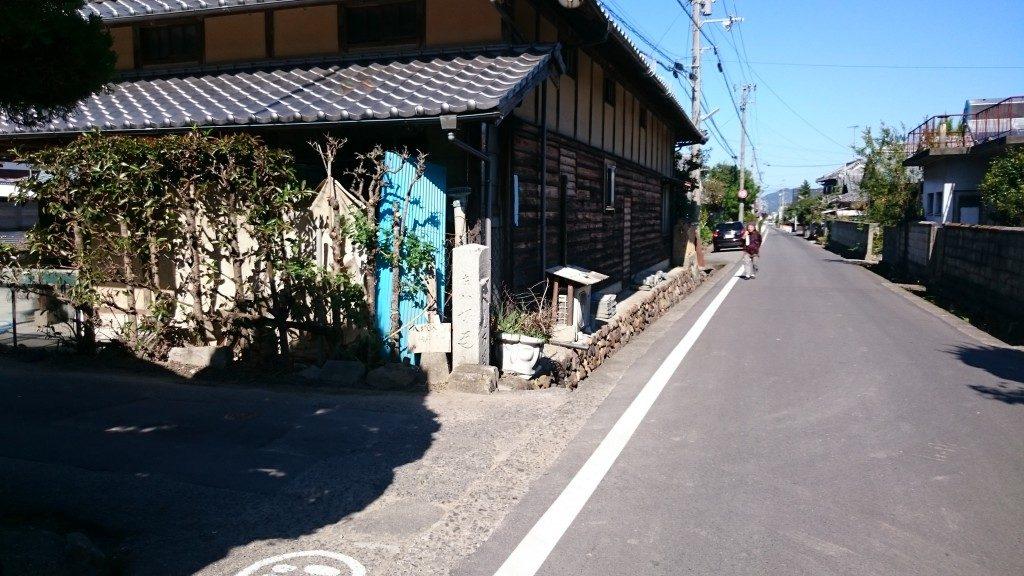八塚への道 道導