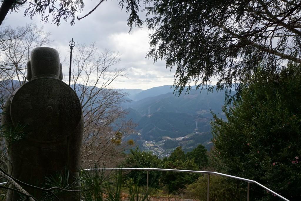 慈眼寺 弘法大師像 下界景色