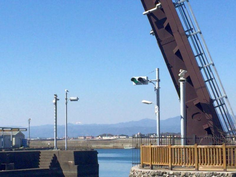 高知県香南市 手結港 出口方向の山並み