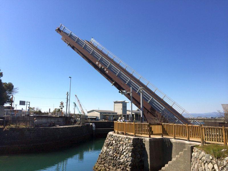 高知県香南市 手結港 橋が降りる