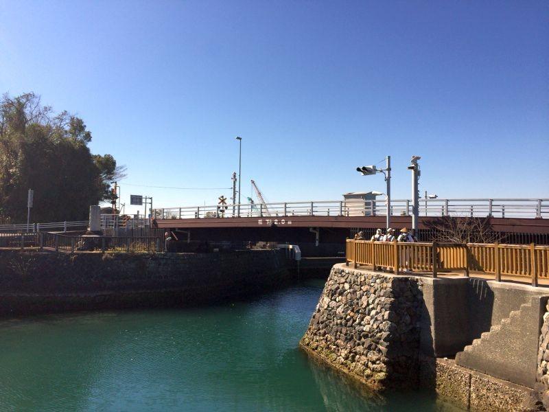 高知県香南市 手結港 橋が降り切った状態