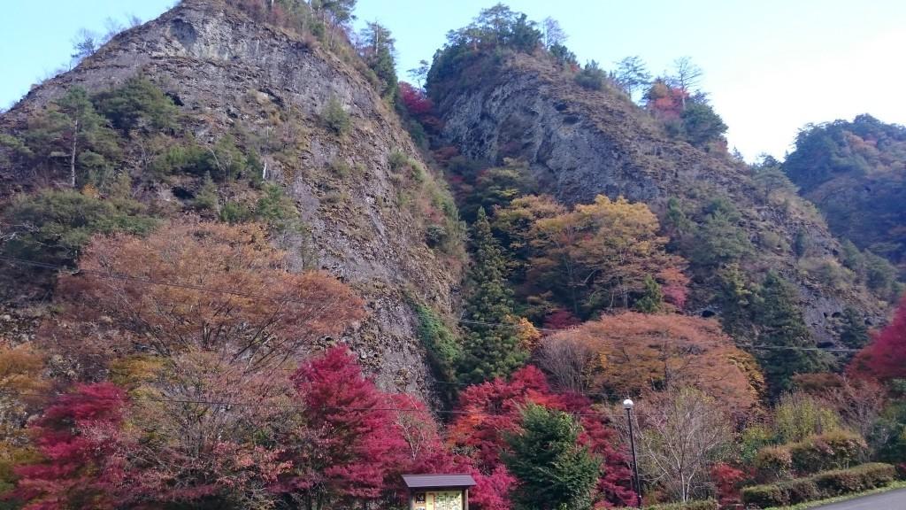 紅葉の古岩屋