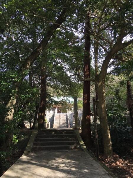 煙の宮(青海神社) 参道