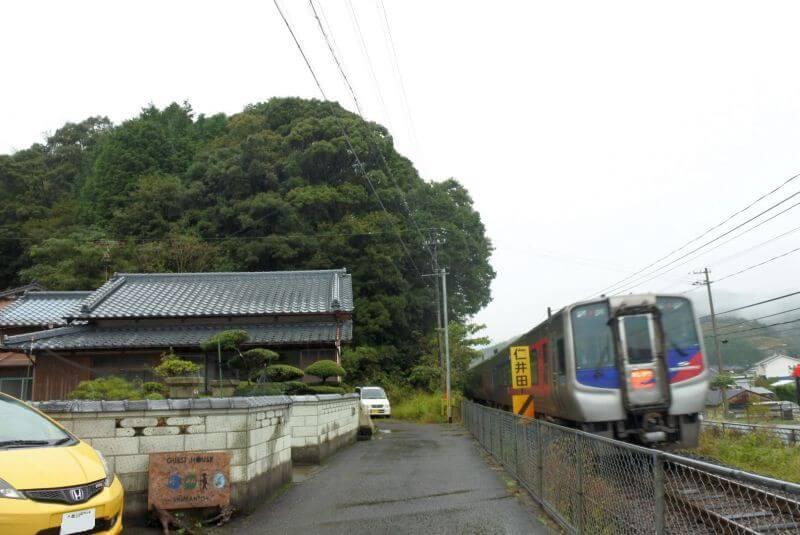 ゲストハウス40010 目の前の電車