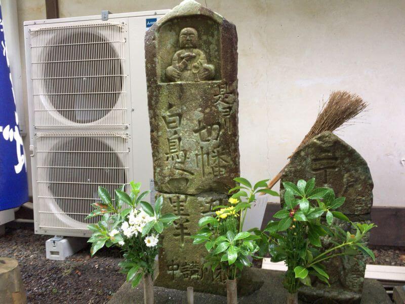 大窪寺 土産屋前の標石