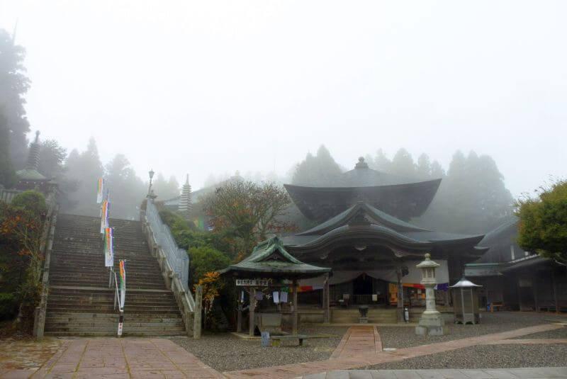 出石寺 境内 護摩堂 霧