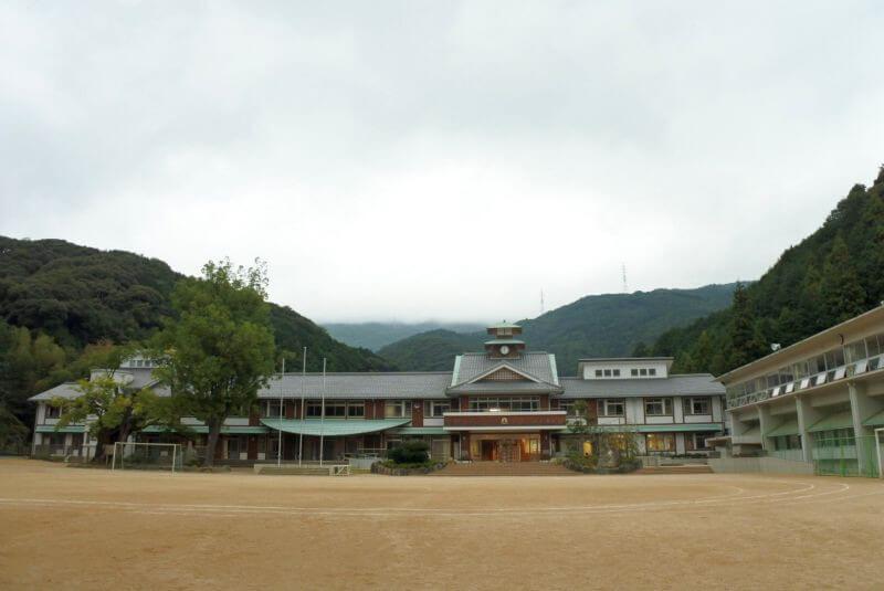新谷小学校