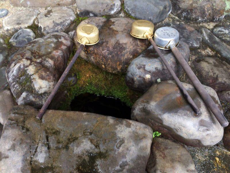 延光寺 眼洗い井戸の湧水