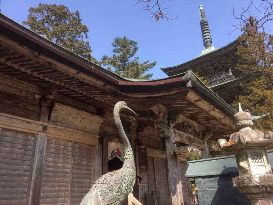 鶴林寺 本堂前鶴