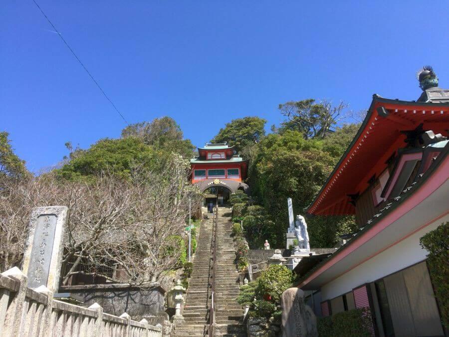 津照寺 本堂への階段