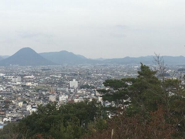 香色山頂上から見る「讃岐の基準線」