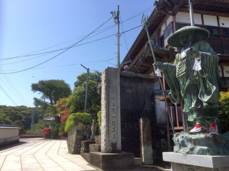 種間寺 門柱横 標石
