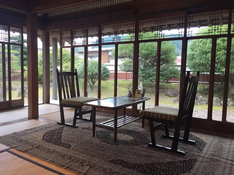 古民家カフェ半平 窓側の席